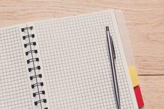 Blocco note e diario o organizzatore personale con la penna Immagine Stock