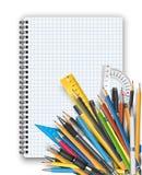 Blocco note e penne illustrazione di stock