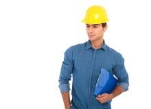 Blocco note e sguardi della tenuta dello studente di ingegneria di costruzione al si Immagini Stock Libere da Diritti