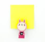Blocco note giallo con la clip rosa del coniglio Fotografie Stock