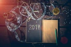 Blocco note per scrivere le risoluzioni del ` s del nuovo anno Fotografia Stock