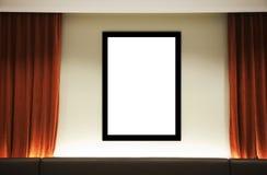 Blocco per grafici in bianco con la tenda arancione Immagine Stock