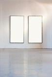 Blocco per grafici in bianco sulla parete alla galleria di arte Immagini Stock