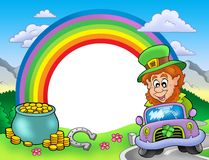 Blocco per grafici del Rainbow con il leprechaun in automobile Fotografia Stock