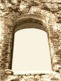 Blocco per grafici della priorità bassa di seppia antica della finestra dell'arco di rovina Immagini Stock Libere da Diritti