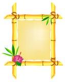 Blocco per grafici di bambù con il fiore ed i fogli dell'ibisco Fotografie Stock Libere da Diritti