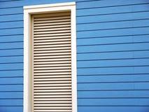 Blocco per grafici di finestra con i ciechi fotografie stock