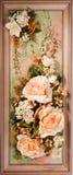 Blocco per grafici di legno con le belle rose Fotografie Stock Libere da Diritti