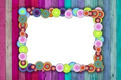 Blocco per grafici multicolore su priorità bassa dentellare e blu Immagine Stock