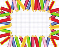 Blocco per grafici sveglio con le matite colorate per il banco Fotografia Stock Libera da Diritti