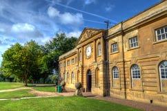 Blocco stabile a Wollaton Corridoio nel parco Nottingham, Inghilterra di Wollaton immagine stock libera da diritti