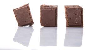 Block der dunkelbraunen Schokolade bessert III aus Stockfotos
