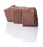 Block der dunkelbraunen Schokolade bessert IV aus Lizenzfreie Stockbilder
