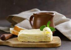 Block der frischen organischen Butter Lizenzfreies Stockbild