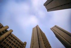 Block der Himmel-Zeigemodernen Gebäude Stockfoto