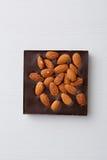 Block der Schokolade mit Mandel Stockfoto