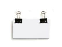 Block der weißen Karten angebracht mit Papierklammer lizenzfreie stockfotos