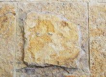Block des Steins in der hellbraunen, rauen Oberfläche, strukturierter Hintergrund Lizenzfreies Stockfoto