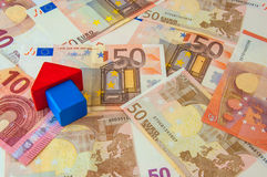 Block-Haus-Geld Lizenzfreie Stockfotos