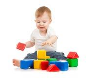block som bygger det roliga barnet little som leker Fotografering för Bildbyråer