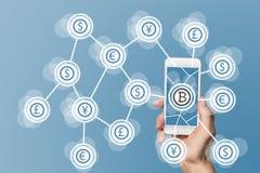 Blockchain和bitcoin在蓝色背景的技术和移动计算机处理技术概念 图库摄影