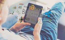 Blockchain при человек используя таблетку Стоковое Фото