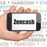 Blockchain begrepp: Hand som rymmer Smartphone med Zencash på skärm Arkivfoton