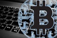 Blockchain Bitcoin - концепция бумажника bitcoin для оплаты всемирных виртуальных денег электронной Стоковое Изображение RF