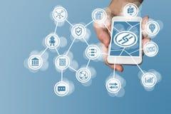 Blockchain ikona wystawiająca na ekranie sensorowym nowożytny mądrze telefon jako przykład dla techniki firmy Fotografia Royalty Free