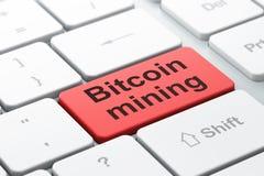 Blockchain-Konzept: Bitcoin-Bergbau auf Computertastaturhintergrund Lizenzfreies Stockfoto