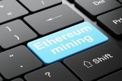 Blockchain-Konzept: Ethereum-Bergbau auf Computertastaturhintergrund Lizenzfreie Stockfotos