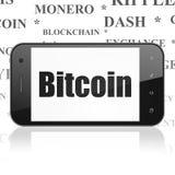 Blockchain-Konzept: Smartphone mit Bitcoin auf Anzeige Stockbilder