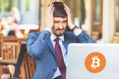 Blockchain-Technologie Schlechte Nachrichten mit bitcoin cryptocurrency Lizenzfreie Stockfotografie