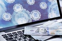 Blockchain-Technologiehintergrund auf Laptopschirm Stockfoto
