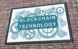Blockchain-Technologiekonzept auf einer Anschlagtafel Stockbilder