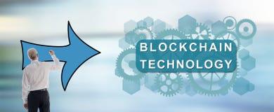Blockchain-Technologiekonzept gezeichnet von einem Mann Stockbild