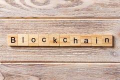 BLOCKCHAIN-Wort geschrieben auf hölzernen Block BLOCKCHAIN-Text auf Tabelle, Konzept Lizenzfreies Stockbild