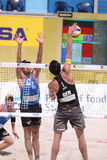 Blocken Kevin Ces - Strandvolleyball Stockbild
