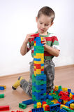 blockerar plastic leka för pojke Royaltyfria Bilder