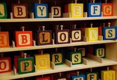 blockerar träbarn färgrikt s Arkivfoto