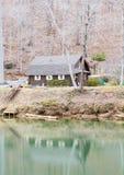 Blockhaus auf Green River Lizenzfreie Stockbilder