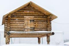 Blockhaus auf Stapel Lizenzfreie Stockfotografie