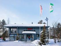 Blockhaus bei Santa Claus Village Lapland Lizenzfreies Stockbild