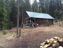 Blockhaus in der szenischen Kamloops-Wildnis Stockfotografie
