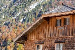 Blockhaus mit Berg Lizenzfreie Stockfotos
