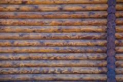 Blockhaus-oder Scheunen-unbemalter ausgeschiffter Wand-strukturierter horizontaler Hintergrund mit Kopien-Raum Stockfotografie