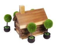 Blockhaus und Bäume Stockbilder