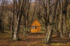 Blockhaus in Wald-Feuerland-Patagonia Argentinien Stockbilder