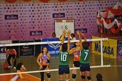 Blockieren des Balls von Volleyball chalege in Thailand Stockfotografie