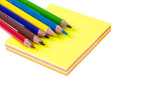 Blockieren Sie farbigen Aufkleber für Anzeigen auf weißem Hintergrund, Büro Lizenzfreie Stockfotografie